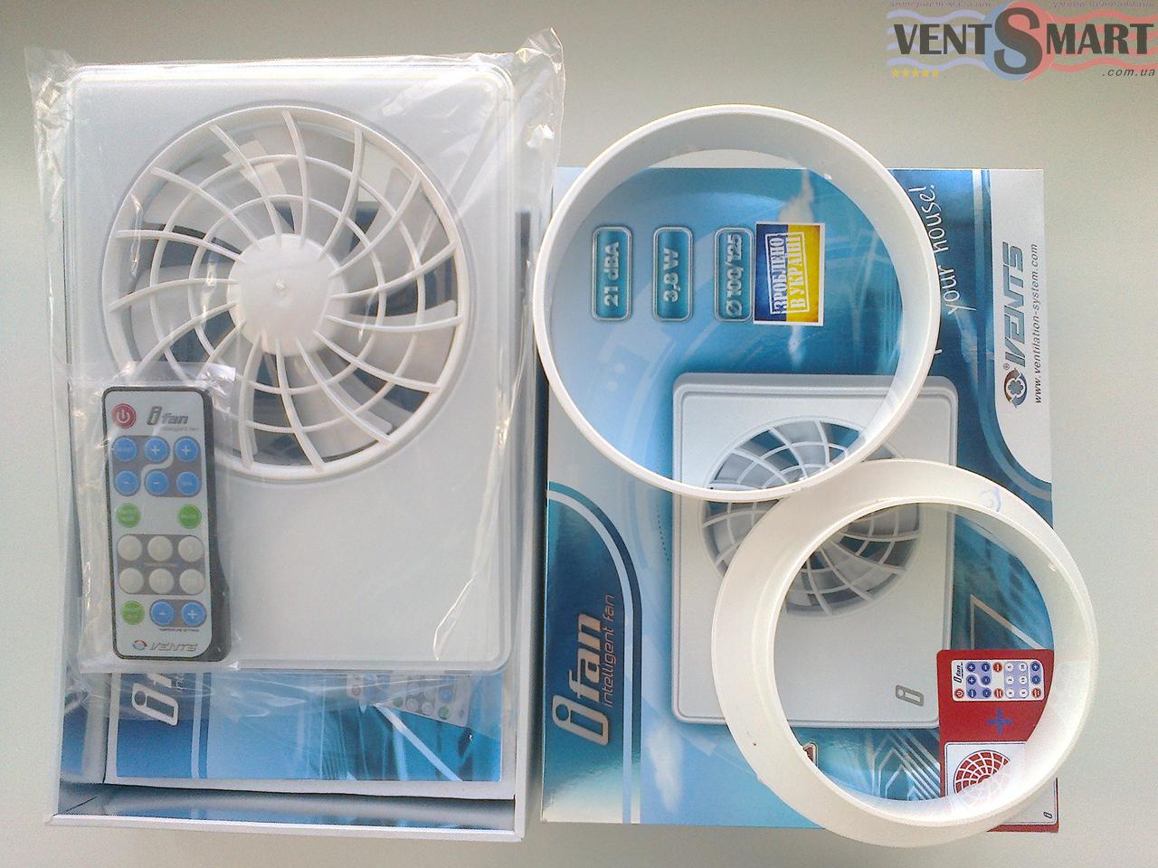 Комплект поставки умного вытяжного осевого вентилятора Вентс іФан и пульта управления вентилятором (пульт ДУ позволяет дистанционно управлять всеми функциями и режимами работы вентилятора)