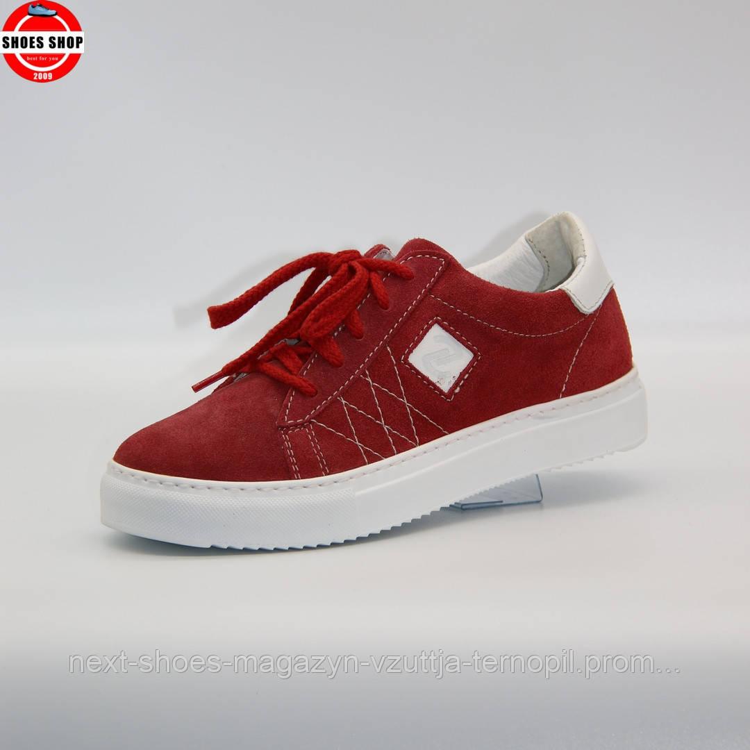 Жіночі кросівки Nagaba (Польща) червоного кольору. Красиві та комфортні. Стиль: Розамунд Пайк