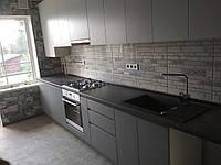 Кухня серая, верх белый, фасады без ручек., фото 1