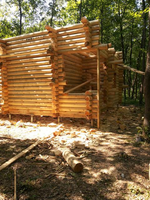 После обвязки брусом начинаем строительство деревянного дома