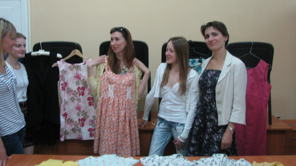Перші сукні на першому курсі.