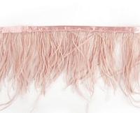Перьевая тесьма из перьев страуса. Цвет Розово-Бежевый. Перо 10-15см.Цена за 0,5м.