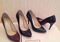 Женские кожаные туфли лодочки на шпильке (разные цвета)