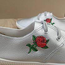 Женские дышащие кеды кроссовки мокасины серебряные серые с розой (вышивка), фото 3