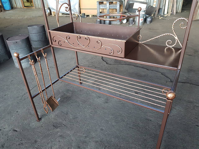 Кованый мангал с крышей  -1