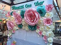 Цветочная арка из бумажных роз