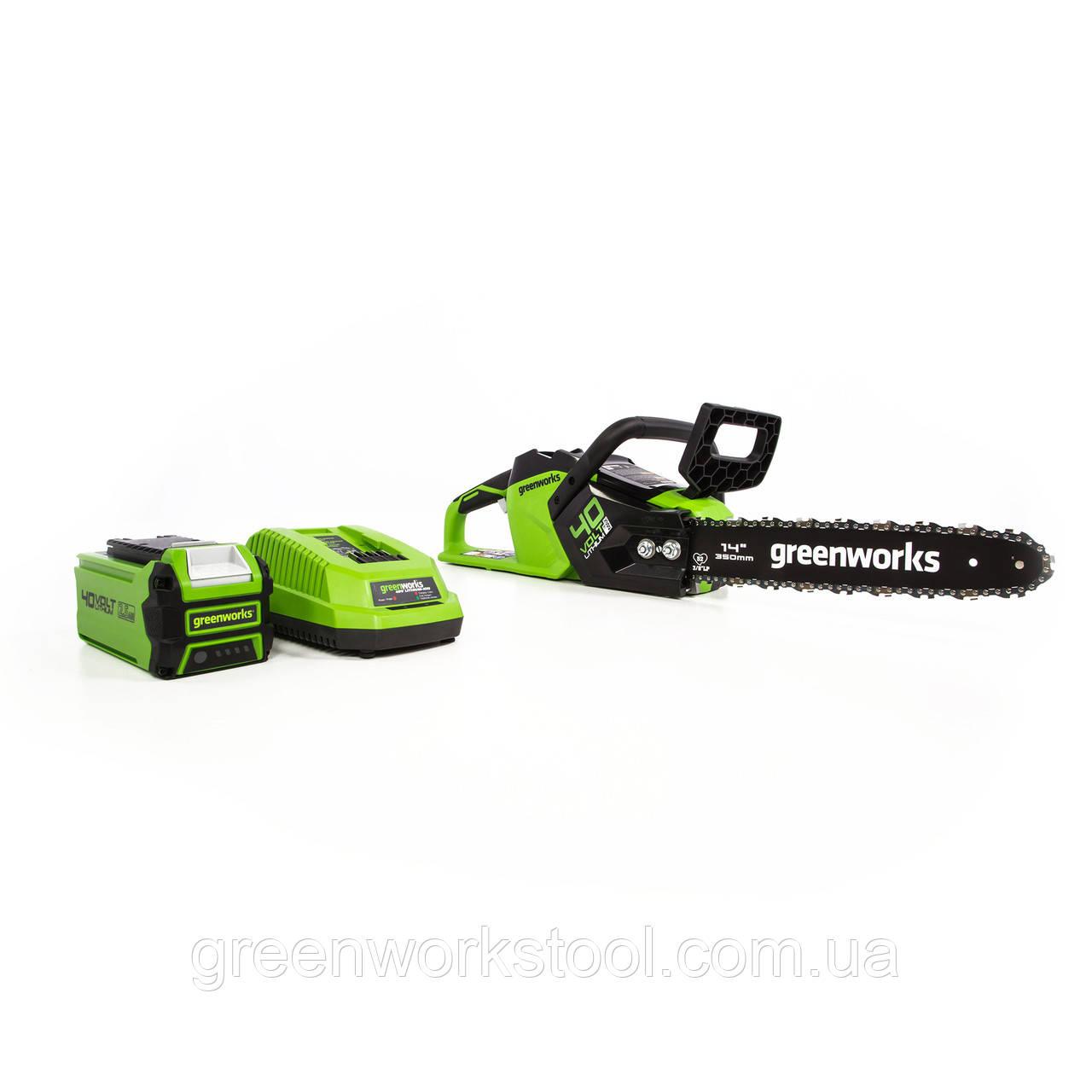 Цепная пила аккумуляторная Greenworks 40 В  GD40CS15 ( CSF403 ) в комплекте с зарядн. устр-м и  аккум. 2,5 А