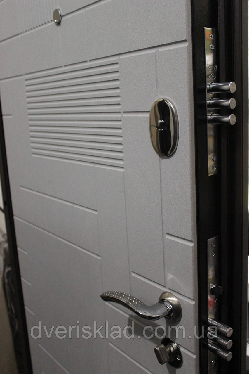 Двері броньовані Тріо Каскад 2