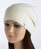 Белая вязаная шапка Висконти