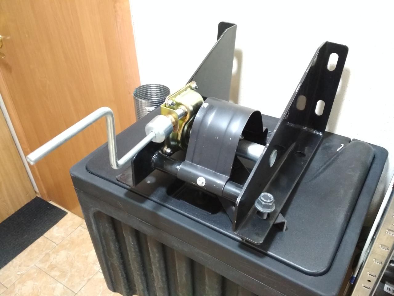 Ящик инструментальный навесной пластиковый  60л Ш60xL50xH48