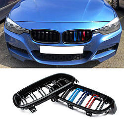 Решетка радиатора BMW F30 ноздри стиль M3 (черный глянц + М колор)
