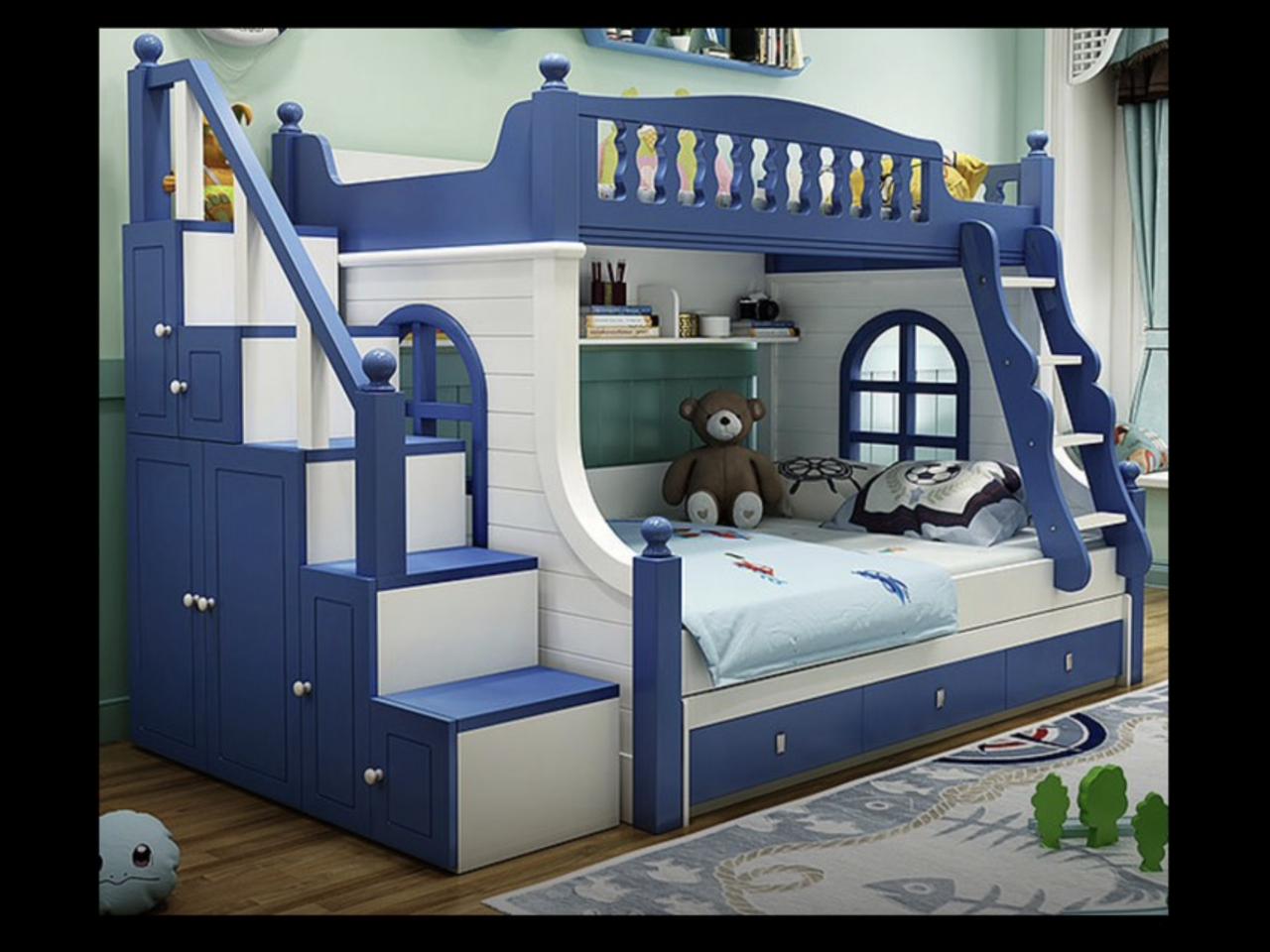 Двохярусне ліжко з вікнами