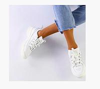 Женские кроссовки белого цвета из натуральной кожи