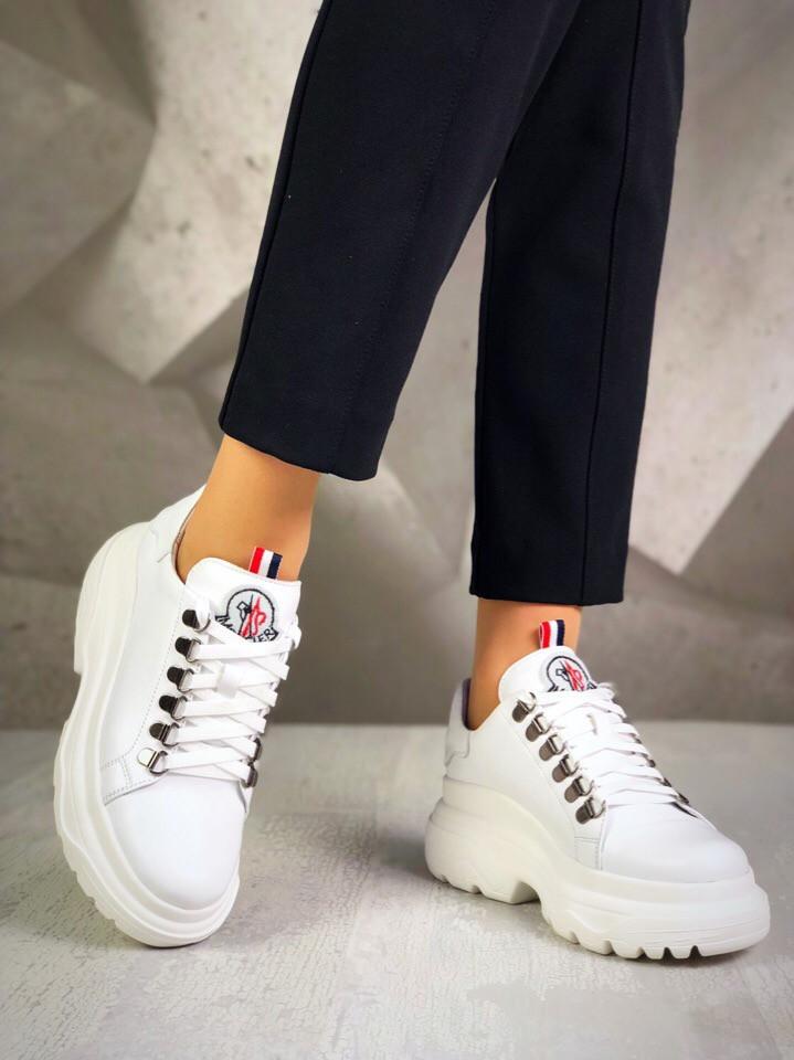 Женские кожаные белые кроссовки на белой подошве