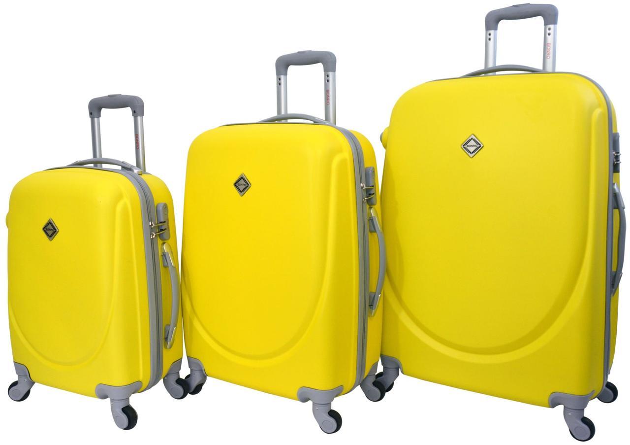 Набор пластиковых дорожных чемоданов на колесах Bonro Smile 3 штуки желтый