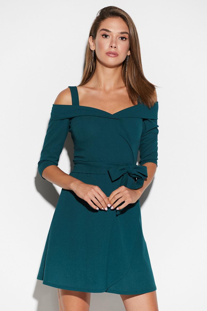 Короткое темно-зеленое платье с вырезом анжелика