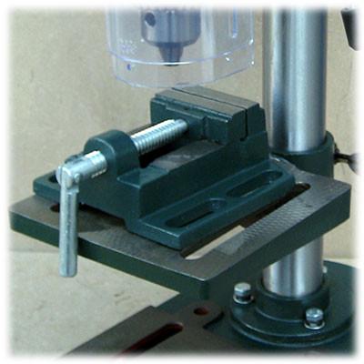 Станочные тиски в комплекте к сверлильному станку Eurotec DP 201