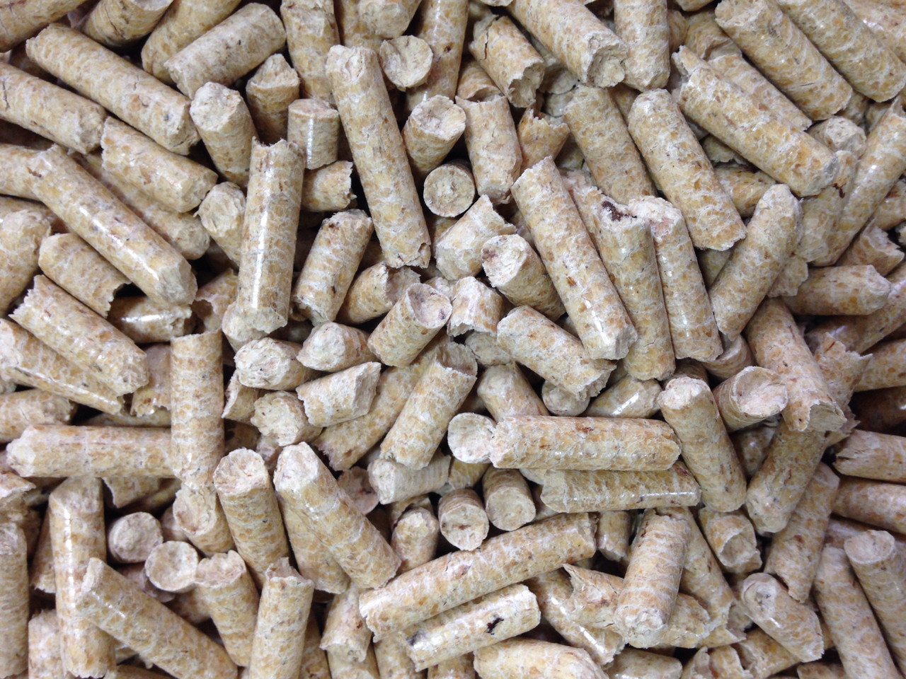 Древесные пеллеты из сосны  8 мм Биг-бэг  1т