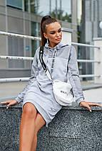 Спортивное теплое платье до колен длинный рукав с карманами с капюшоном цвет серый, фото 2