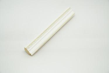Багет дерев'яний білий з золотою смужкою