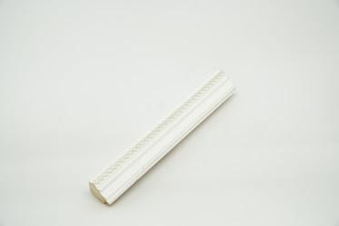 Багет дерев'яний білий з срібною смужкою