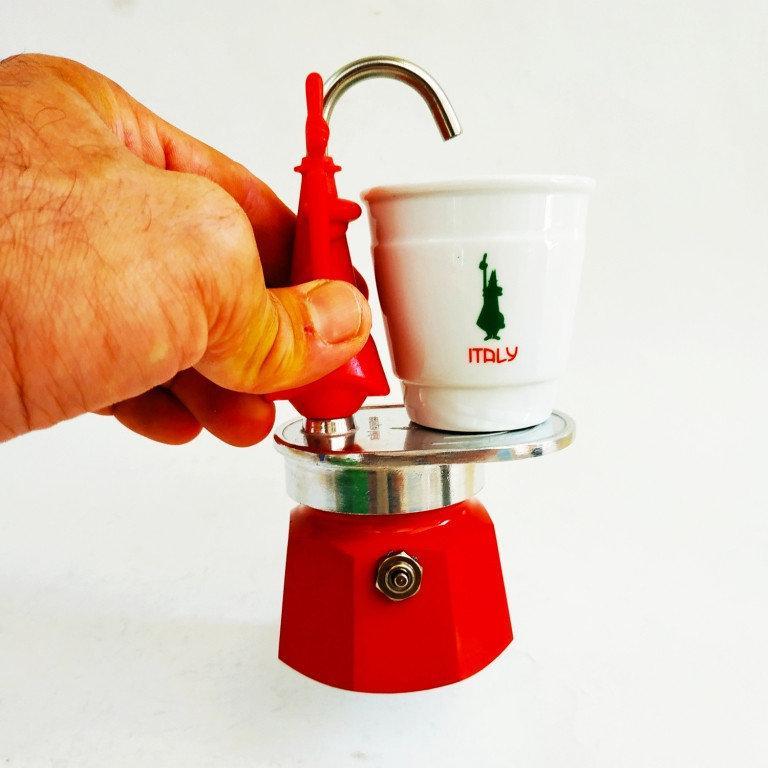 Гейзерная кофеварка Bialetti Omino Express Red (1 чашки - 60 мл)