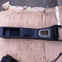 Центральная консоль Toyota Avensis