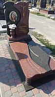 Новий памятник із червоного та зеленого граніту