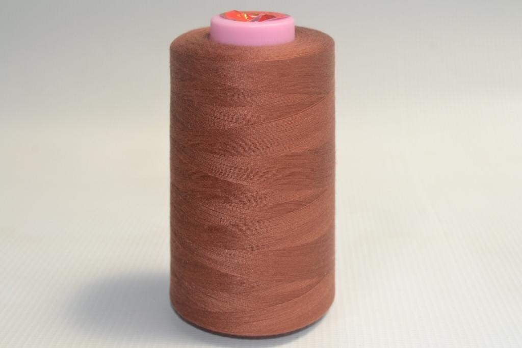 Швейные нитки разных цветов 920
