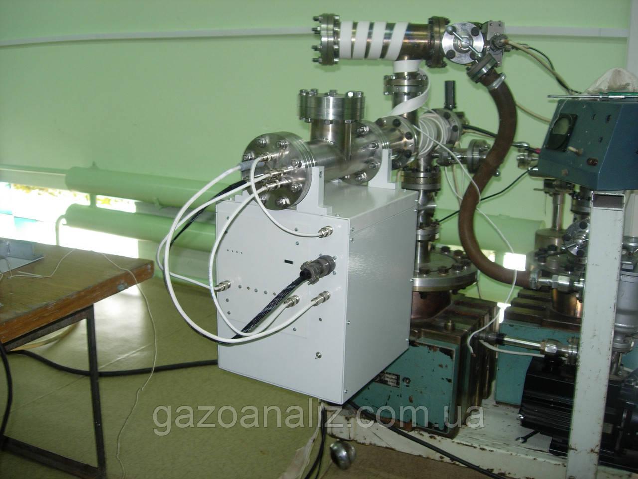 Квадроугольный мас-спектрометр КФМ1000-01_250
