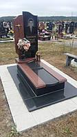 Новий памятник із червоним квітником граніту