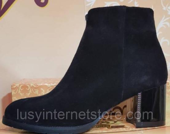Ботинки черные замшевые женские демисезонные на каблучке от производителя модель КЛ901-1