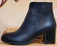 Ботинки черные кожаные женские демисезонные на каблучке от производителя модель КЛ901-2