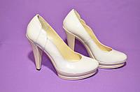 Туфли кожаные женские белого цвета