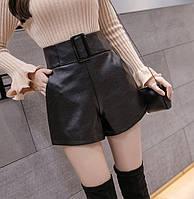 Женские шорты с завышенной талией и пряжкой из кожзама черные
