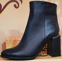 Ботинки черные кожаные женские демисезонные на каблуке от производителя модель КЛ904-7-2