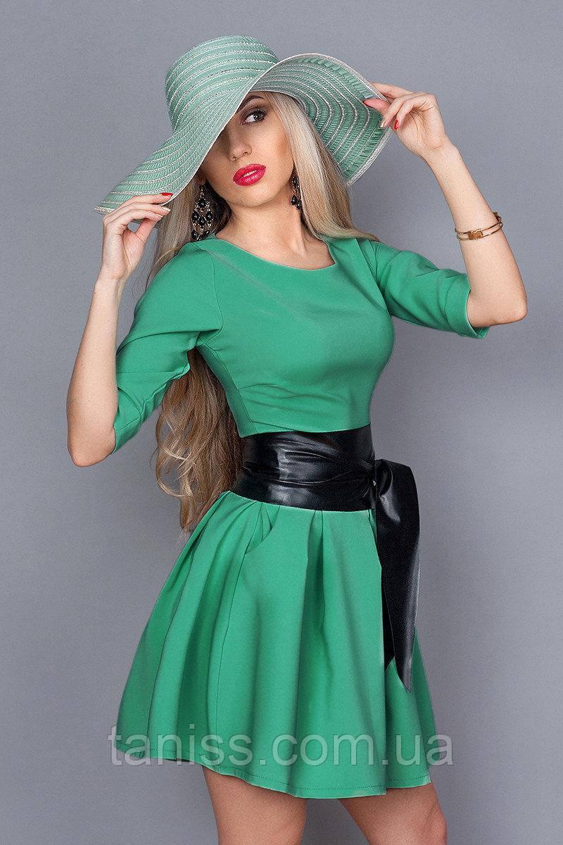 Короткое молодежное деловое платье в клетку, юбка клеш, пояс экокожа,ткань костюмная, р.44,46 яблоко  (373)