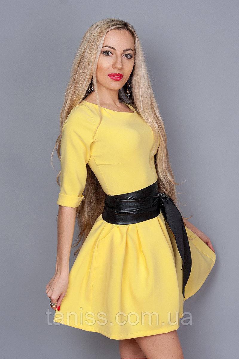 Короткое молодежное деловое платье в клетку, юбка клеш, пояс экокожа,ткань костюмная, р.44,46,48 желт  (373)