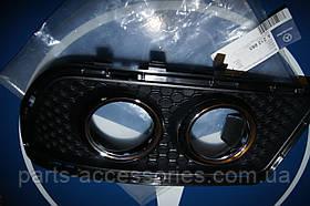 Решітка оригінальна в AMG бампер Mercedes W212 права нова 2009+