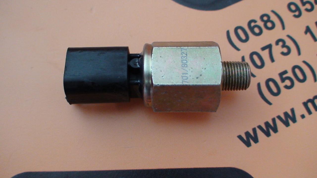 701/80327 Датчик давления масла на JCB 3CX, 4CX