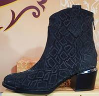 Ботинки черные замшевые женские демисезонные на каблуке от производителя модель КЛК-93-2