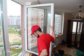 Мастер произвел регулировку прижима окна.