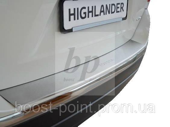 Защитная хром накладка на задний бампер с загибом Toyota highlander II FL (тойота хайлендер 2008-2013)