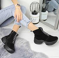 Женские замшевые ботинки на флисе в черном цвете и на высокой подошве 742429