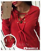 Женская модная кофточка с люверсами