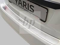 Защитная хром накладка на задний бампер (планка без загиба) Toyota Yaris III 5D (тойота ярис хэтчбек 2011+)