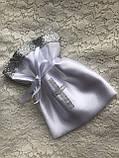 Белый с серебристым набор для крещения 3-ка ( пинетки, длинная рубашка и мешочек для первого локона), фото 6
