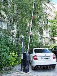 Шлагбаум Doorhan Barrier Pro оснащен встроенной светодиодной сигнальной лампой, а стрела - противоударной накладкой черного цвета