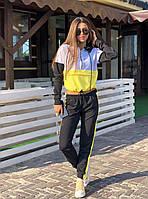 Женский спортивный костюм с худи на молнии и штанами на манжетах 52SP732