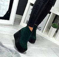 Женские ботинки из натуральной замши, зелёного цвета, на высокой платформе.